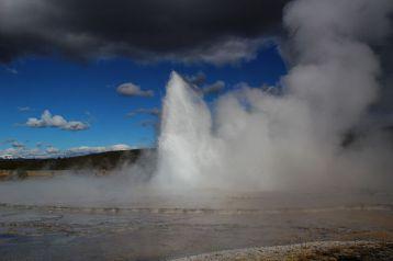 Un geyser! A Yellowstone! Riprendetevi che si va avanti. Immagine da Wikimedia Commons